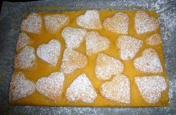 spinkle with icing suger to finish